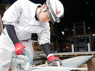 施工中の職人